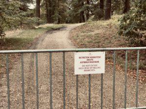 Absperrung - Gefahr durch Bäume in Potsdam - Park Babelsberg - Foto von KeilerGrün